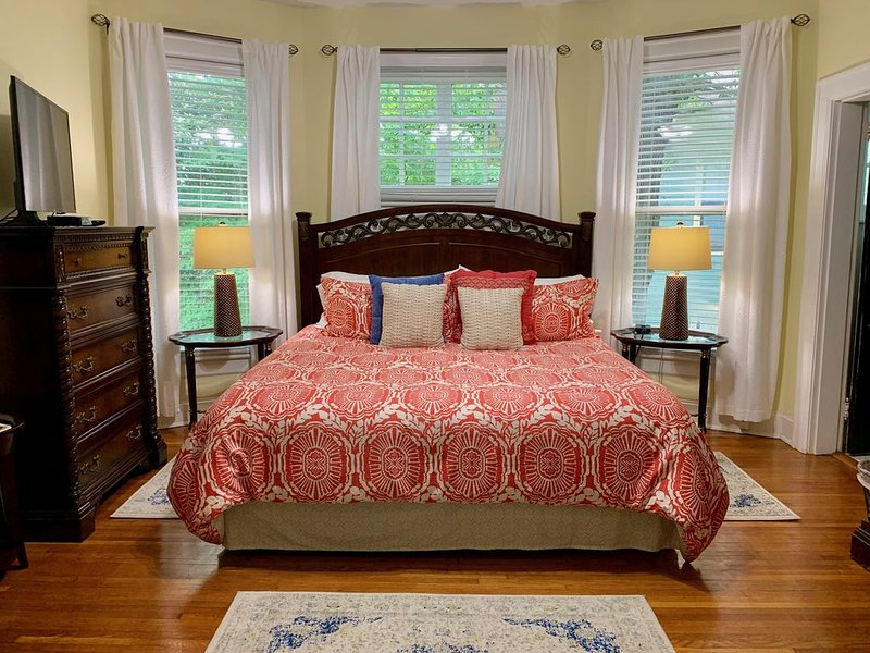 Bear House 1890, Workman Wing, Upgraded Detailed Amenities, Walk to Cafes, Shops, vacation rental in Chattanooga
