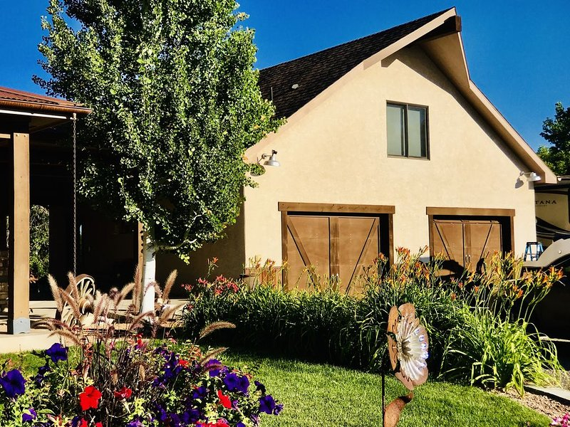 The Bunkhouse!  Must look!  Relax at this oasis on the route to 18 Rd, holiday rental in Fruita