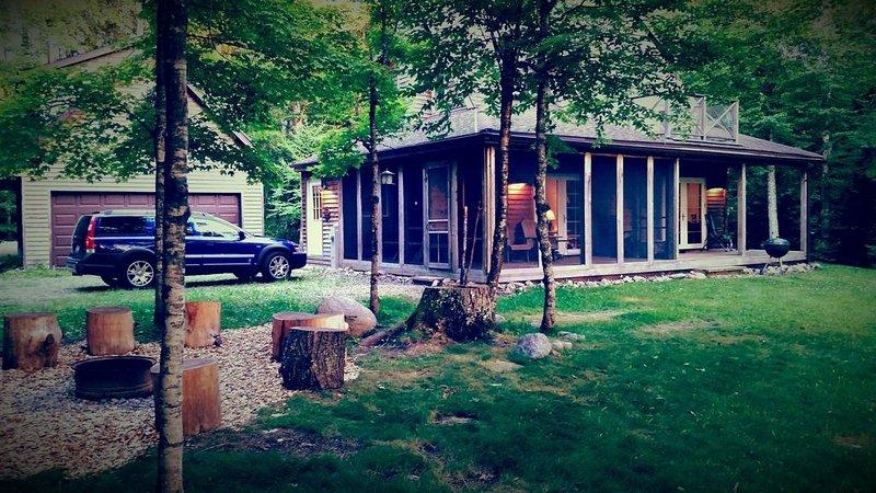 Wild Iris / The Luxury North Woods River Cottage, alquiler vacacional en Wausaukee