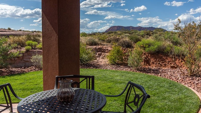 POOL OPEN - ENTRADA PRIVATE GATED QUIET STUNNING RED MOUNTAIN VIEWS, vacation rental in Santa Clara