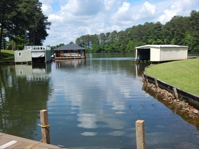 Lake Gaston Waterfront Cottage, vacation rental in Gaston