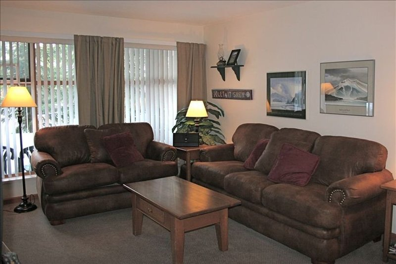 Premier Whistler Village Condo with Pool and Hot Tub, holiday rental in Whistler
