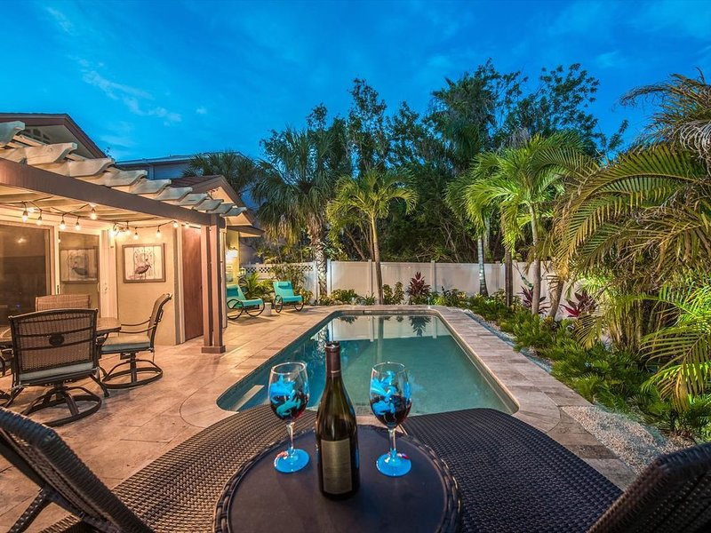 Private heated salt pool at OHasis Getaway and only 200 steps from the Beach!, holiday rental in Anna Maria