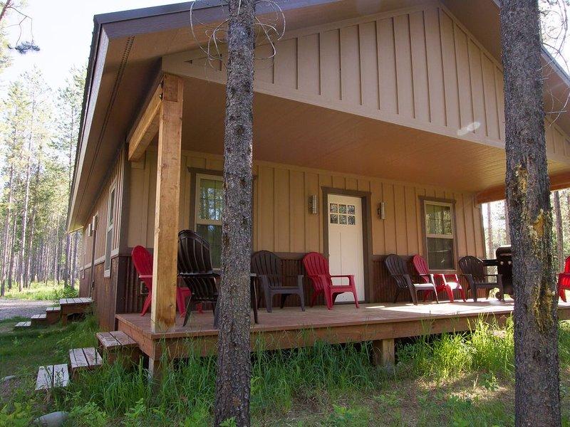 Enjoy your getaway and explore with Glacier Park as your back yard. Book now!, alquiler de vacaciones en Columbia Falls
