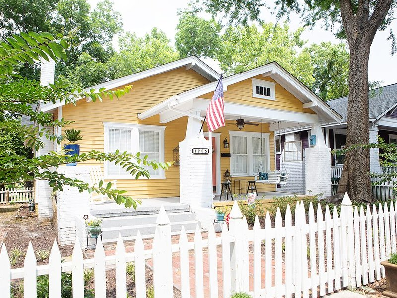 Historic Cottage Bungalow in Downtown Wilmington - Minutes from the Beach, vacation rental in Wilmington