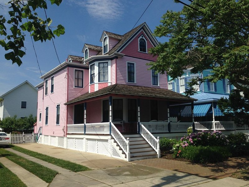 One Short Block to Beach - Spacious Victorian - 1st Floor Bed and Bath, holiday rental in Cape May
