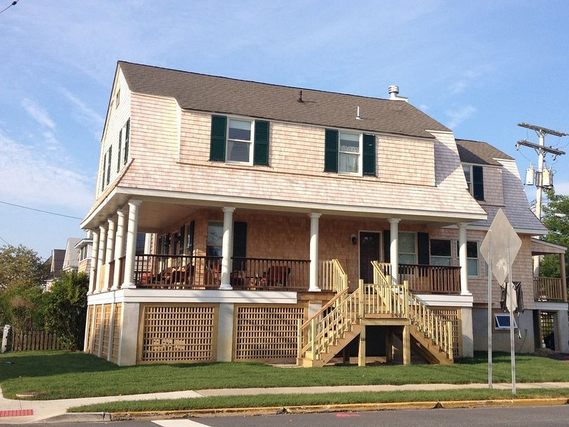 Timeless 'Bay Header' Close to Beach and Downtown Shops !, alquiler de vacaciones en Point Pleasant