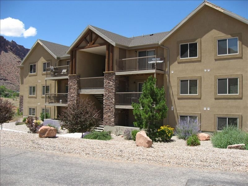 Popular Modern Condo, New Pool & Hot tub, Best Value in Moab, vacation rental in Moab