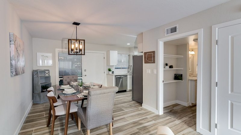 Prime Old Town Scottsdale Location, Sleeps 8+, Walk Everywhere. A+ Remodel! – semesterbostad i Scottsdale