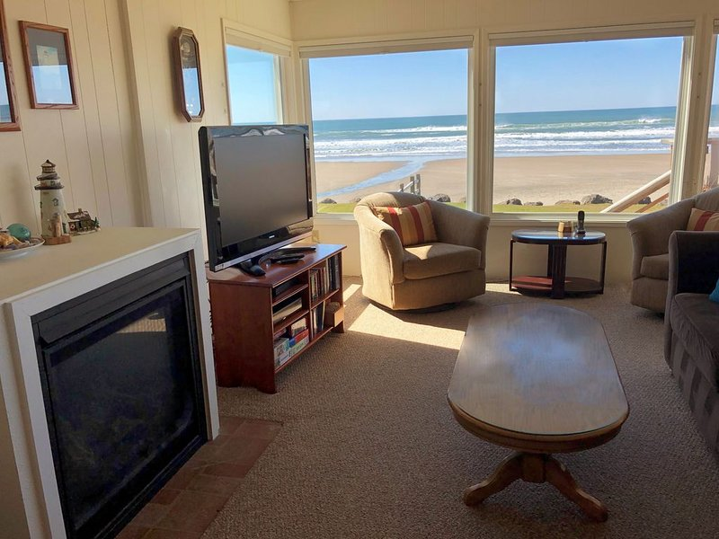Beachfront Home in Roads End Lincoln City. Buy 2, get the 3rd night free!*, alquiler vacacional en Otis