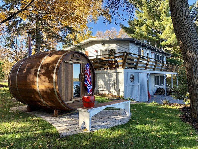Cabin on Rush Lake - INCLUDES PONTOON!! Completely Remodeled & Sleeps 8., aluguéis de temporada em Crosslake