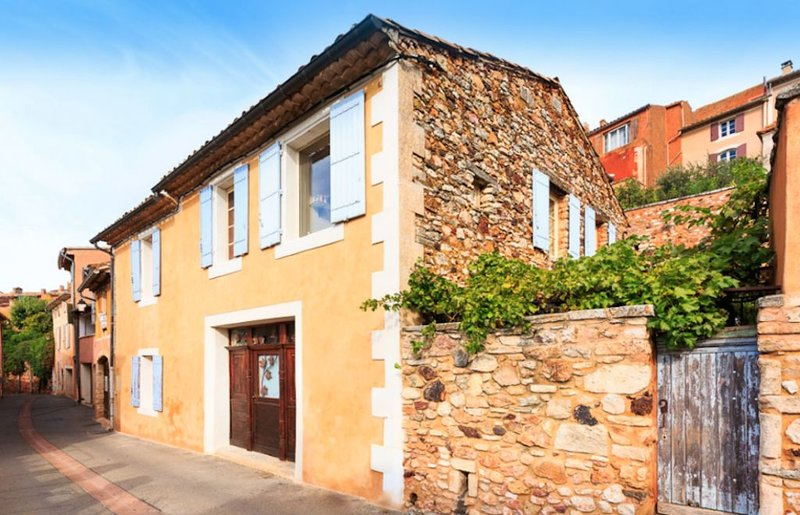 Beautiful village house, centre Roussillon, private pool, fab views BOOKING 2020, holiday rental in Roussillon