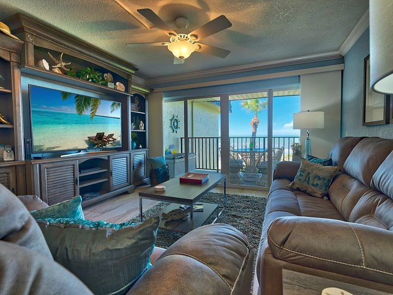 Newly Remodeled Beautiful Beachfront direct view of the Gulf and stunning sunset, vacation rental in Indian Rocks Beach