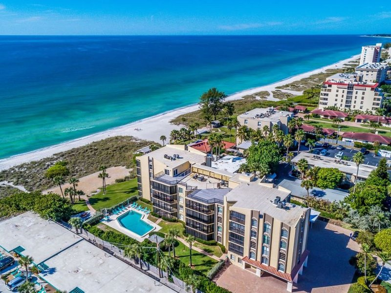 Exquisite 2BR/2BA Condo with Beach/Gulf View, holiday rental in Longboat Key