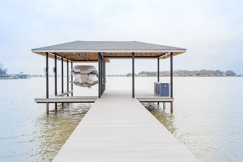 Expansive Backyard to View Breathtaking Sunsets on the Lake, holiday rental in Eustace