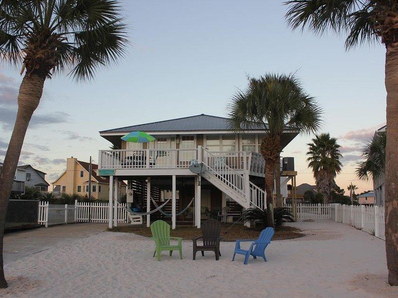 Enjoy easy Beach access from 'Bonnie Dune' our cottage on Little Lagoon!, location de vacances à Gulf Shores