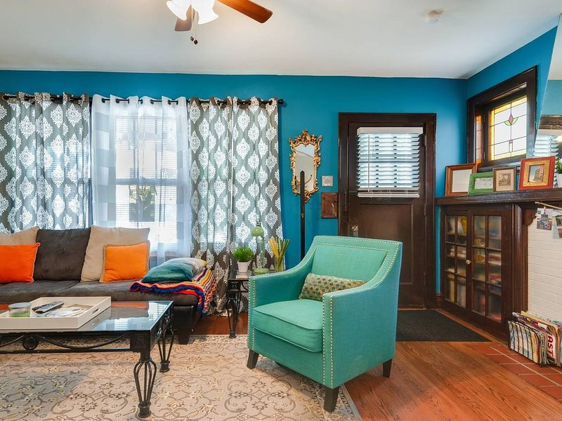 Awesome 1200 sq ft apartment centrally located near everything in STL, holiday rental in Maplewood