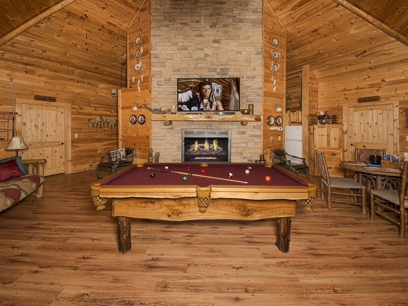 "The one and only ""Indian Dreams "" in the Heart of the Smokies! New Hot Tub., holiday rental in Sevierville"