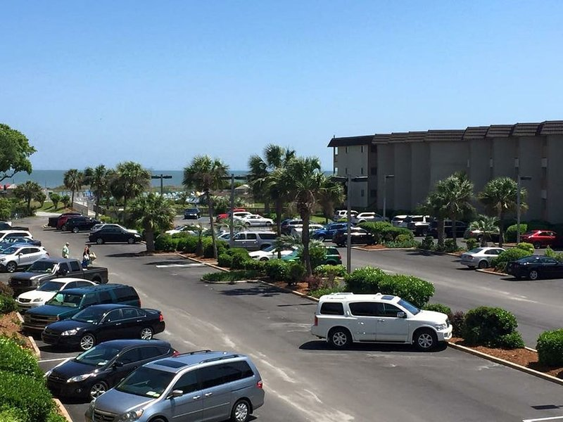 Upgraded Unit - Great Rates!! - Perfect Location - Gorgeous - Oceanfront Resort, location de vacances à Bluffton