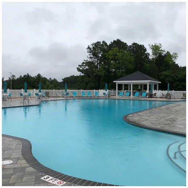 A piscina do Hampton para seu uso também
