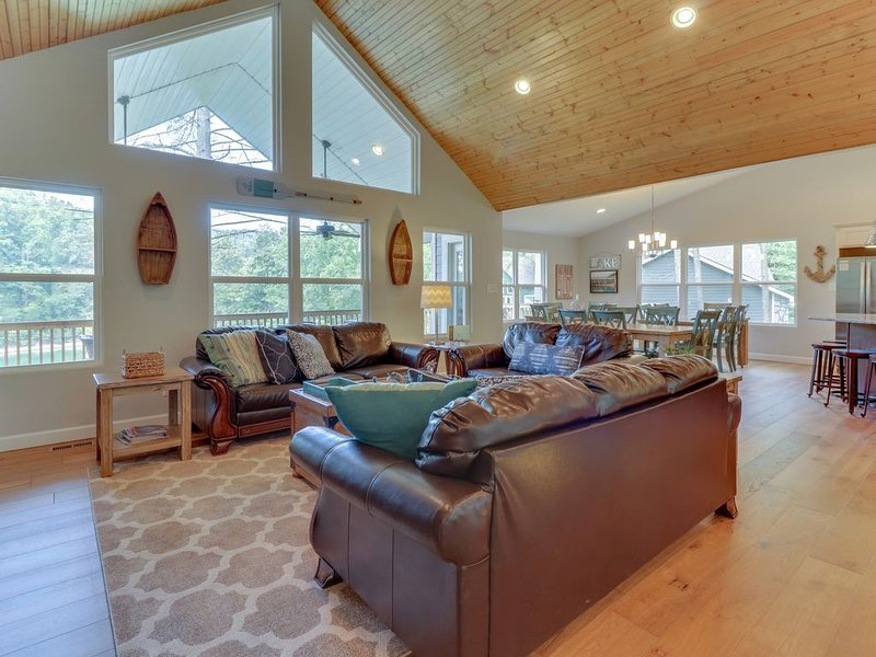 Southern Comfort II - Private Dock -  Protected Cove, vacation rental in La Follette