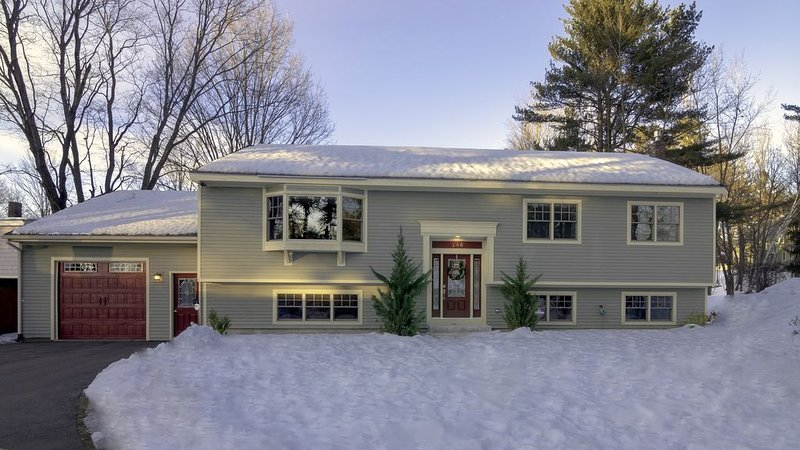 WALK TO VILLAGE/DINING/SHOPPING/MINUTES TO SKIING/CLEAN CLEAN CLEAN, holiday rental in North Conway