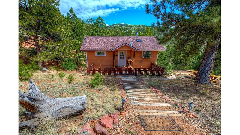 Bears Den-Scenic Mountain Retreat, Close to Pikes Peak, holiday rental in Cripple Creek