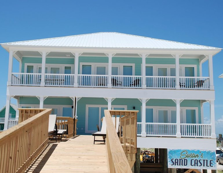 CUSTOM BEACHFRONT 5 Bedroom 4 1/2 bath Single family home, sleeps 18 in beds, alquiler de vacaciones en Fort Morgan