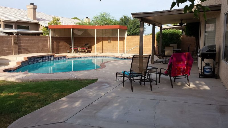 Relaxing Home, Large Private Pool, Great Location, holiday rental in Peoria