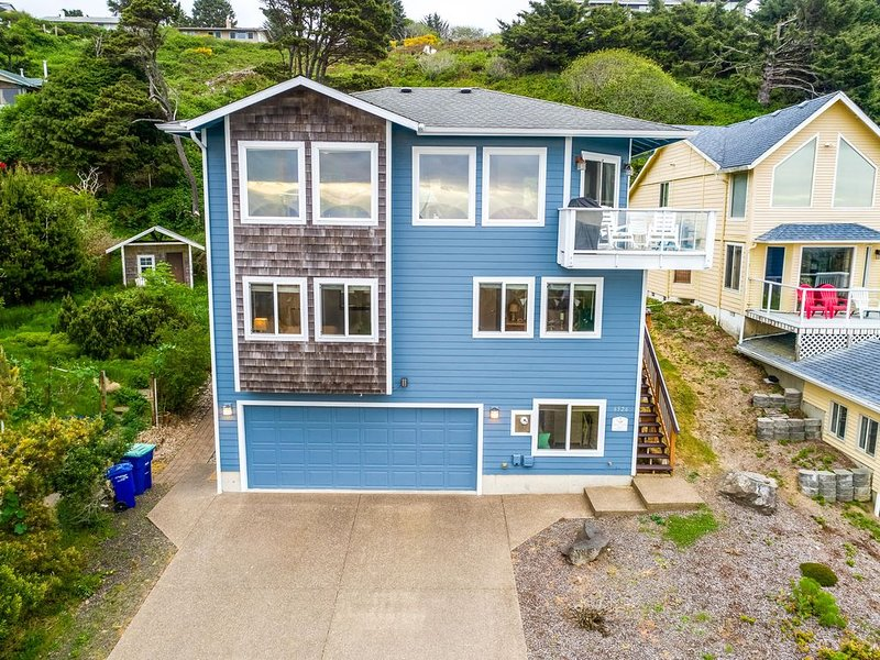 Beautiful 3 Story House With Ocean Views From All Levels, vacation rental in Otis