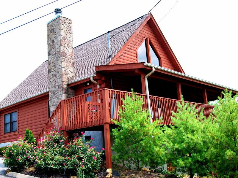 MINUTES TO PIGEON FORGE & DOLLYWOOD-CABIN RESORT-MT. VIEWS-HOT TUB-POOL TABLE, holiday rental in Seymour