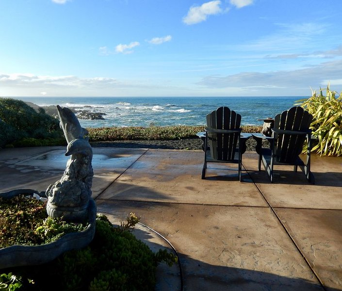 Relax, Rejuvenate, Revive  - Beautiful and Captivating Oceanfront Home, vacation rental in Humboldt County