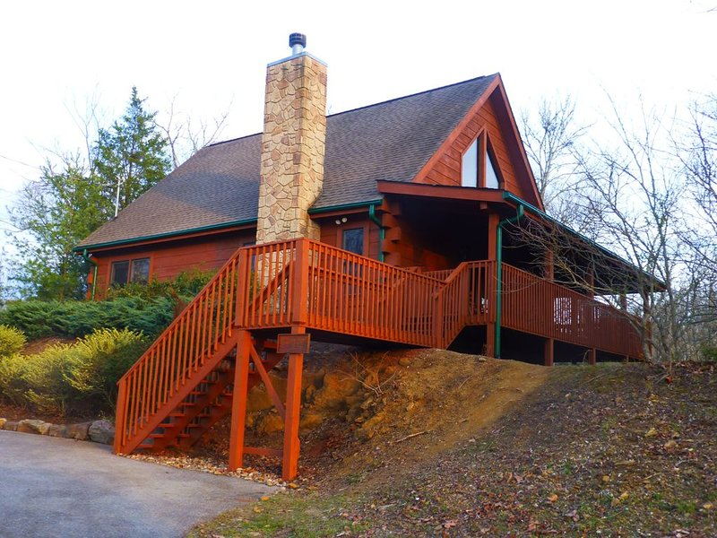 Winter is here! Book now to enjoy King/Queen beds, hot tub, BBQ Grill, relax!, vacation rental in Kodak