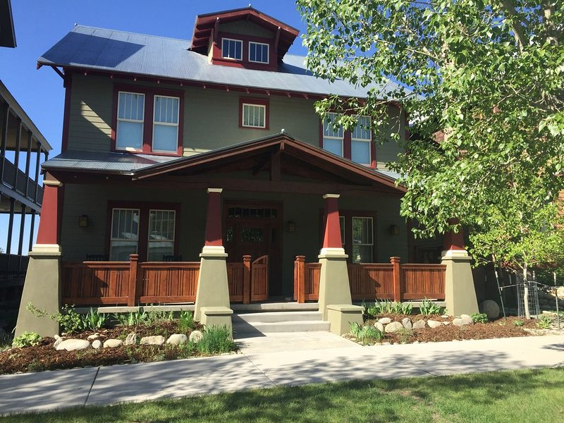 A 5 Bedroom Craftsman Style Home in South Main Buena Vista, location de vacances à Buena Vista