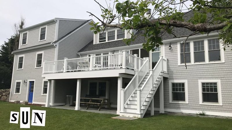 5 Bdrm Spectacular Walk To Hardings Beach Ocean View Home, location de vacances à West Chatham