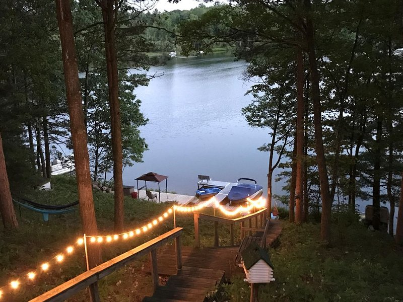 Spider Lake Escape: Quiet Lakefront Cove *Now Accepting 2021 Reservations*, alquiler de vacaciones en Grand Traverse County