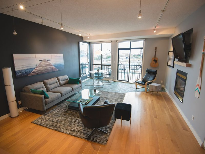 Oceanfront Penthouse with Private Rooftop Patio – semesterbostad i Victoria