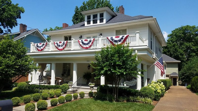 100 year old home five blocks from Historic Downtown Franklin, TN, vacation rental in Franklin