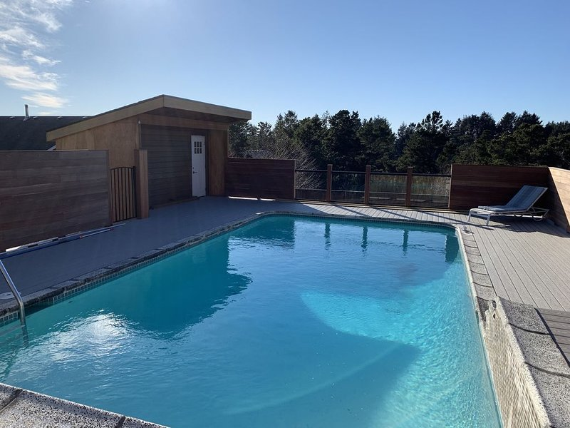 Private Executive Home with Pool and Sauna, holiday rental in Gearhart