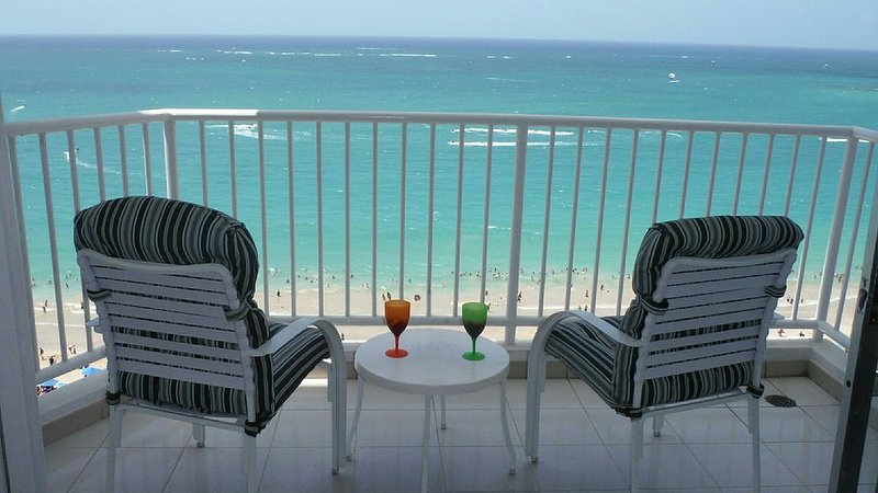 Beachfront Million View! ~Best Beach! ~ NEW AC ! ~ Marbella Del Caribe West – semesterbostad i Carolina