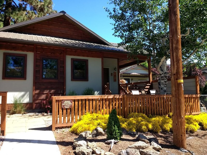 Westside Wonderful!  Walk downtown - peace & quiet and pet friendly, vacation rental in Bend