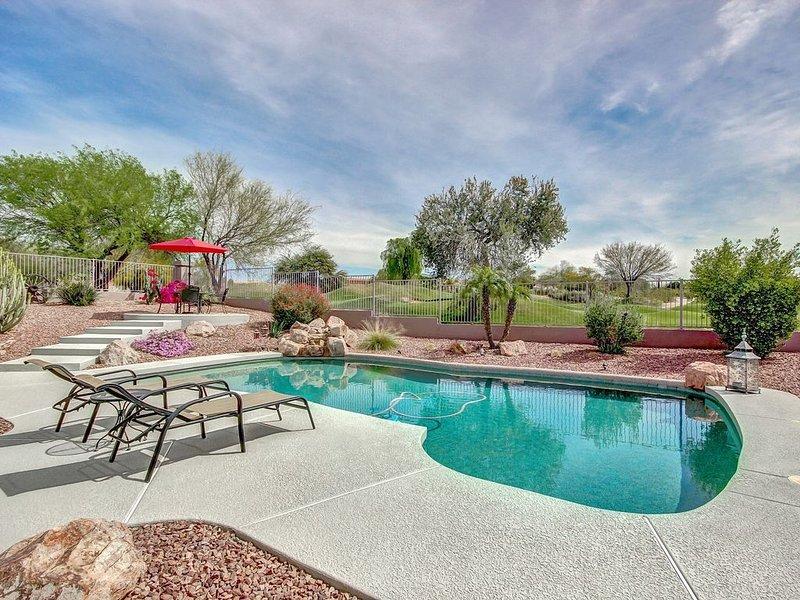 Gorgeous! Golf Course Lot! Heated Pool! City Lights View!, location de vacances à Mesa