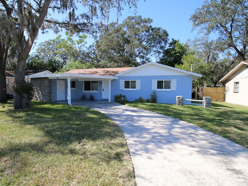 USF Hideaway - Newly remodeled 1200 sq. ft. 3 bed, 2 bath single family house, aluguéis de temporada em Lutz