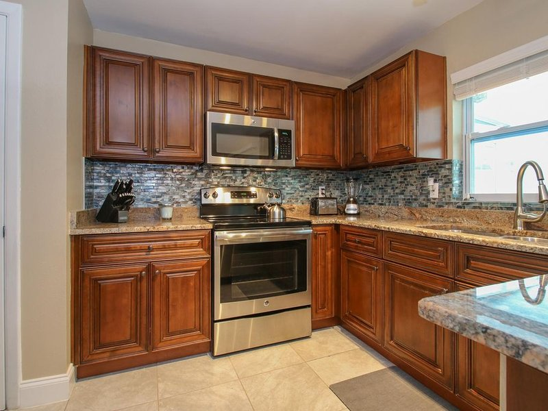 Aqua Villa - Charming 1469 sq. ft. house 3 bed, 2 bath with heated pool, vacation rental in Tampa