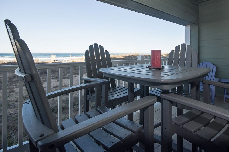 Beautiful Oceanfront Condo - Private Pool, Great Views& Fitness (FFR110 - Sand,, holiday rental in Kill Devil Hills