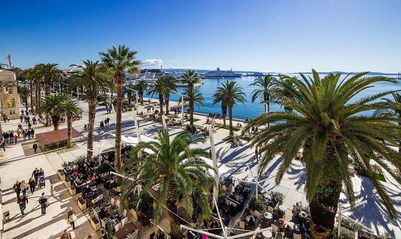 Célèbre ville de Split avec de nombreuses attractions historiques, à 22 km de la propriété