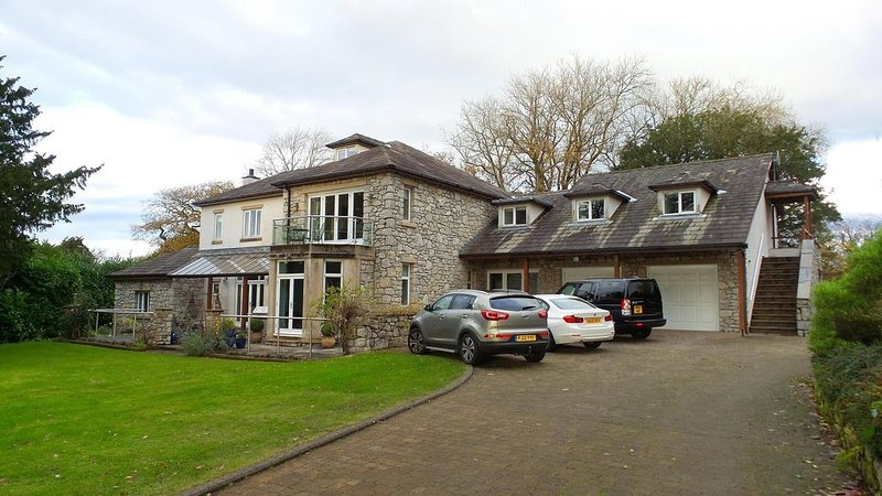 Self Contained Semi Open Plan Apartment In Beautiful South Lakeland Setting, vacation rental in Arnside