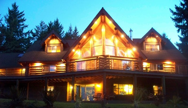 Chalet Log Home In The Heart Of Wine Country, holiday rental in Yamhill
