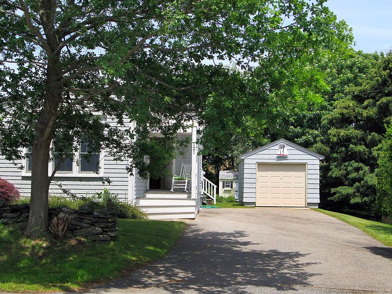 Paradise Valley cottage 1 mile from Second Beach, holiday rental in Middletown