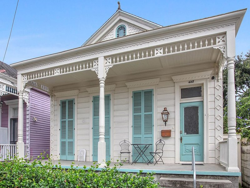 5 Bedroom- Prime Magazine St. Location- Best Restaurants And Shopping, holiday rental in New Orleans